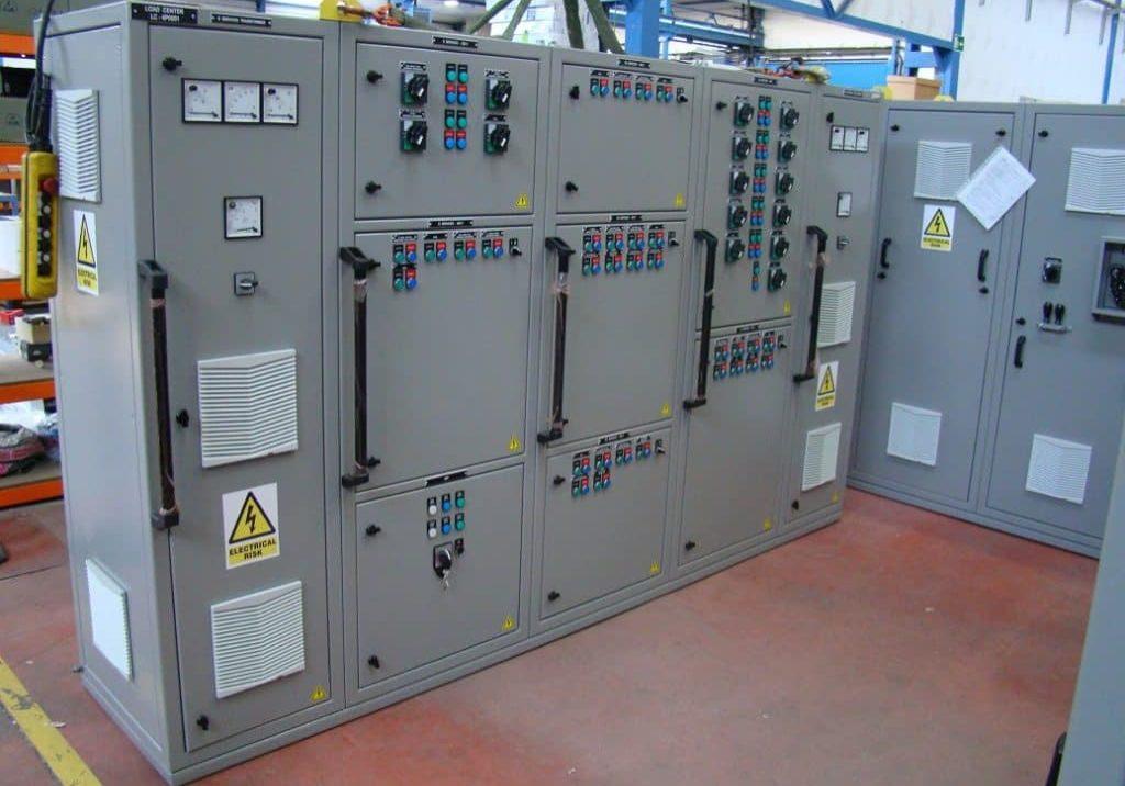 Fabricación de cuadros eléctricos para portahelicópteros de la Armada de Australia