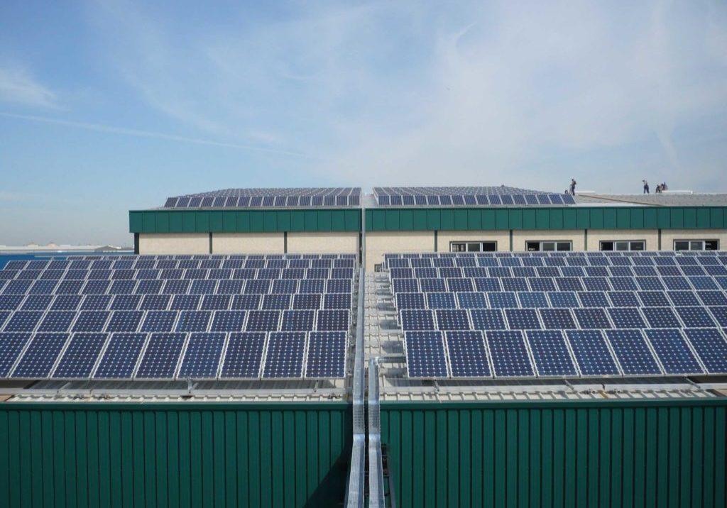 Instalación fotovoltaica en cubierta de nave industrial